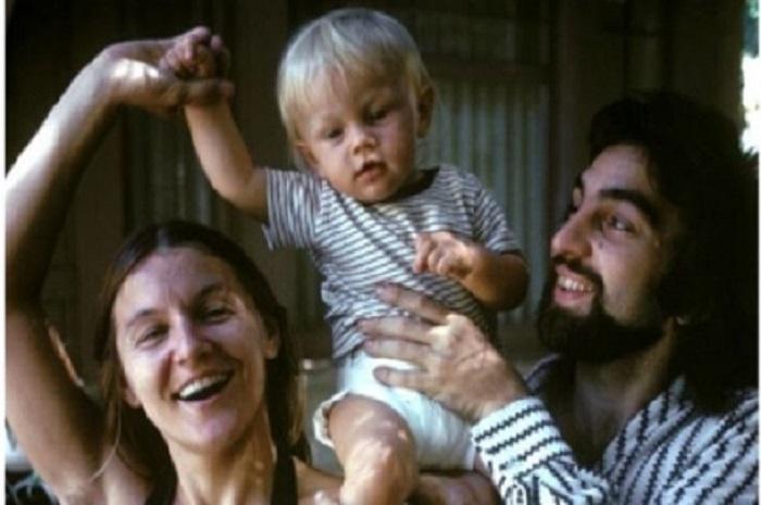 لئوناردو دی کاپریو در کودکی در کنار پدر و مادرش