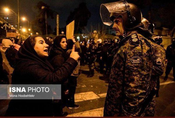 تجمع مردم در مقابل دانشگاه امیرکبیر تهران