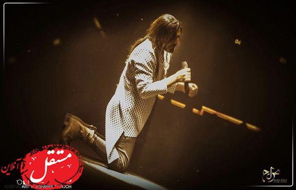 زانو زدن امیرعباس گلاب جلوی هوادارانش + عکس