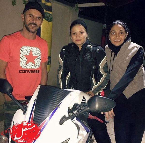 امین حیایی و همسرش در کنار قهرمان موتورسواری + عکس