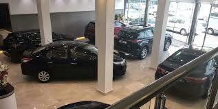 خودروسازان ماشینهای ناقص به بازار عرضه میکنند