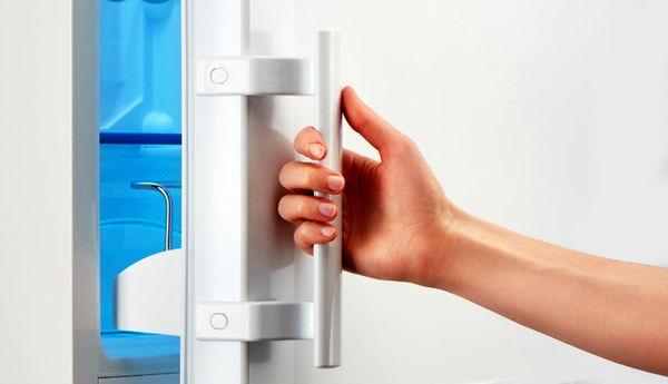 شما هم بی دلیل درب یخچال را باز می کنید؟