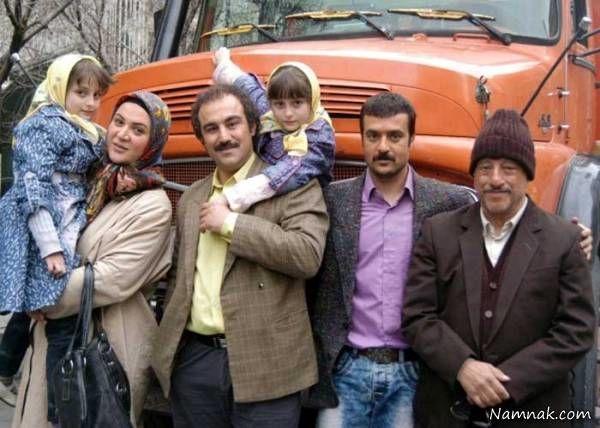 سارا و نیکا در کنار بازیگران سریال پایتخت