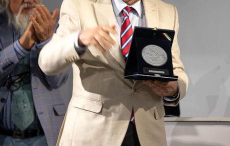 اهدا نشان عالی «هنر برای صلح» به لوریس چکناواریان/ تقدیر جشنواره هنر برای صلح از شفیعی کدکنی