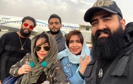 بهنوش بختیاری و دوستانش در باند فرودگاه + عکس