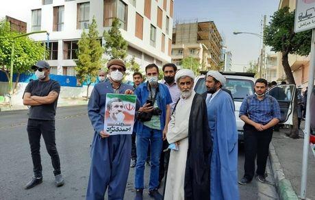 تجمع گسترده مردم مقابل خانه احمدی نژاد + تصاویر و فیلم