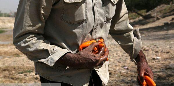 زیر سایه رفاه اجتماعی مردم هویجهای شکسته کنار رودخانه را مصرف میکنند!