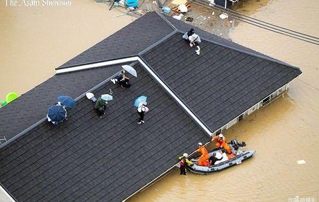 سیل خانهها را به زیر آب برد