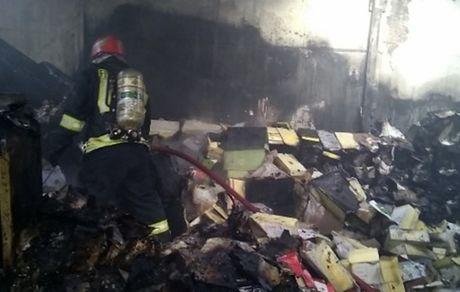 آتش سوزی انبار کفش در بازار تبریز + عکس