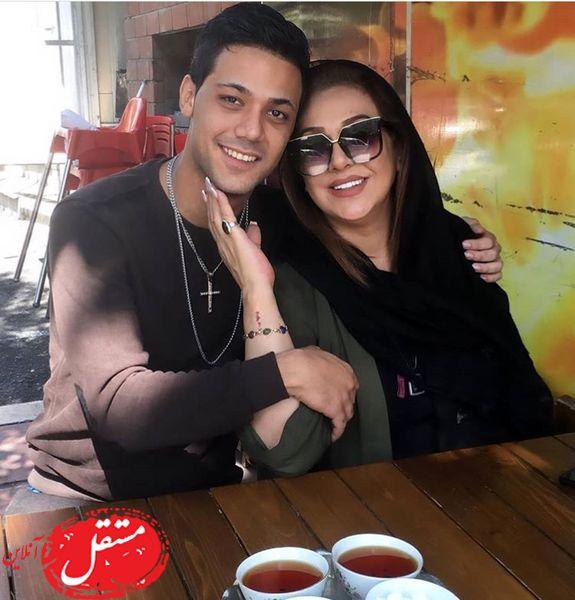 بازیگر معروف و پسرش در کافه + عکس