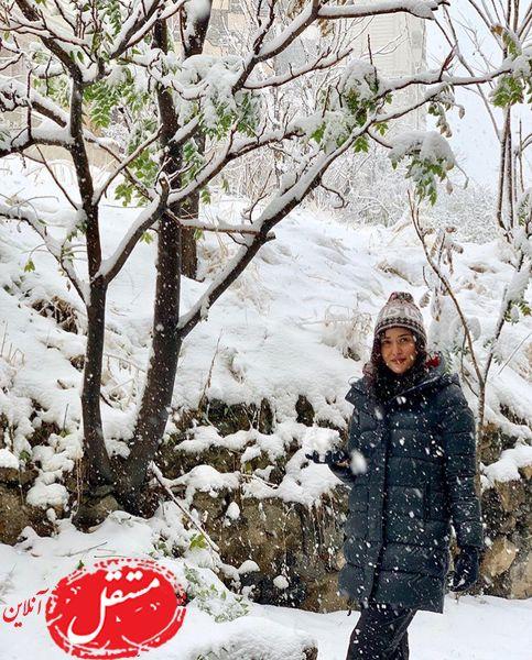 برف بازی خانم بازیگر مشهور سینما + عکس