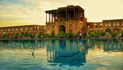 معرفی عمارت عالی قاپو از جاذبههای دیدنی میدان نقش جهان اصفهان