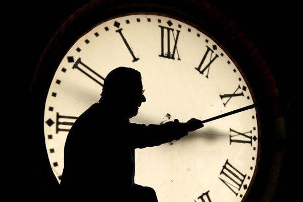 ساعت رسمی کشورها چرا تغییر میکند؟