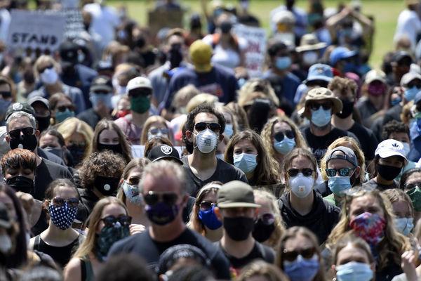 خداحافظی با ماسک و فاصله گذاری اجتماعی