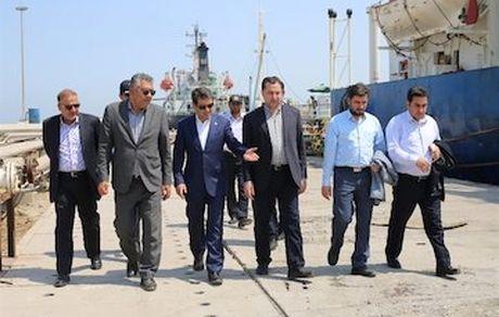 مدیرعامل سازمان بنادر :  طرح ساخت پایانه بزرگ نگهداری فرآوردههای نفتی در بندر خلیج فارس اجرا میشود