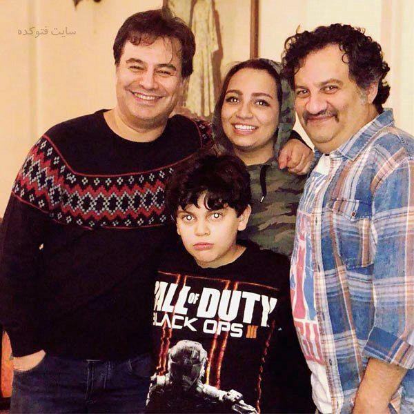 پیمان قاسم خانی در کنار خانواده برادرش