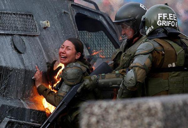 آتش گرفتن لباس یک مامور پلیس