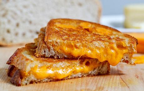 طرز تهیه ساندویچ پنیر گریل شده