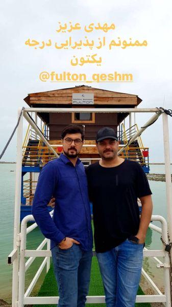 سام درخشانی در یک قایق چوبی + عکس