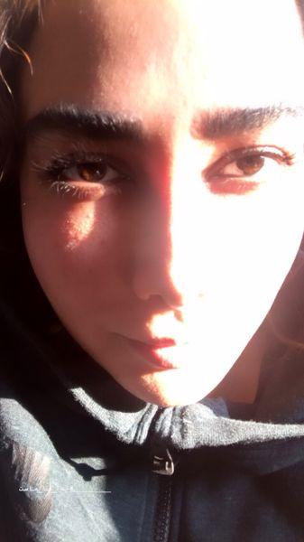 آنا نعمتی نیمی روشن، نیمی پنهان