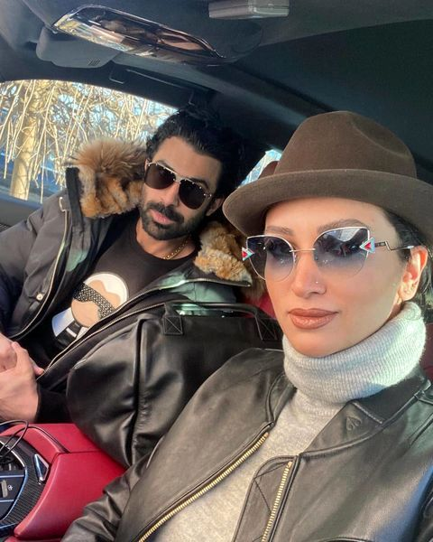 سلفی روناک یونسی و همسرش در ماشین