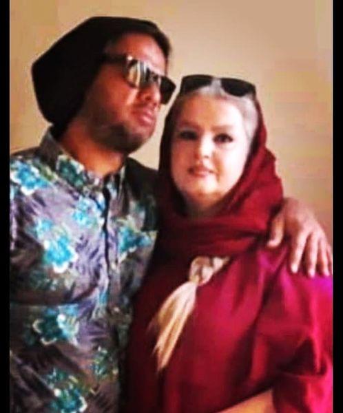 علی صادقی و مادرش + عکس
