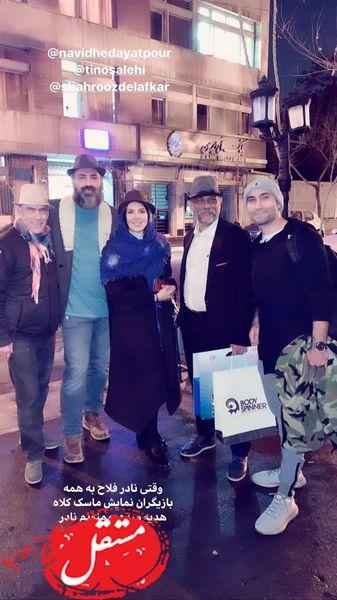 شب گردی های خانم بازیگر و دوستانش در خیابان های تهران + عکس