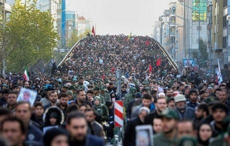تصویری از فوتشدگان در تشییع سردار سلیمانی +عکس