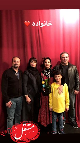 خانم بازیگر و خانواده اش در تئاتر + عکس