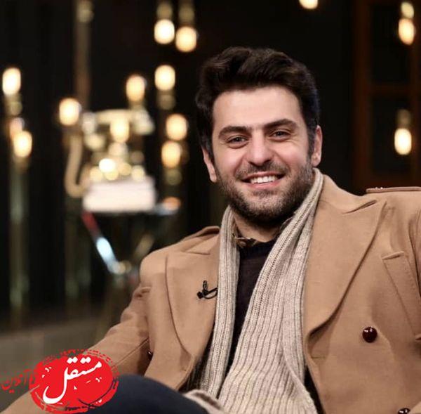 علی ضیا با لباسهای زمستونیش در برنامه + عکس