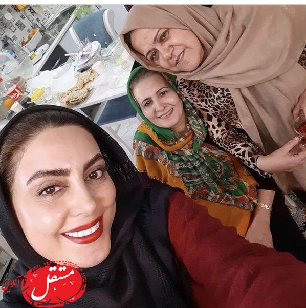 بازیگر وارش در کنار مادر و مادرشوهرش + عکس