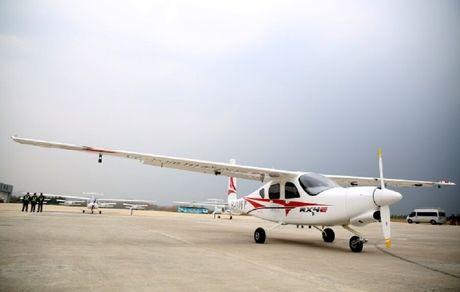 پرواز نخستین هواپیمای برقی چین