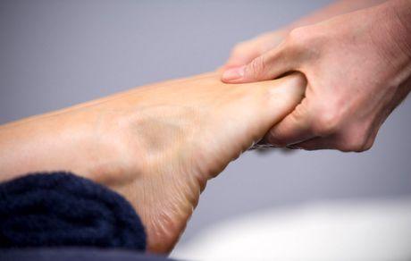 درمان گرفتگی پا با روشی سریع